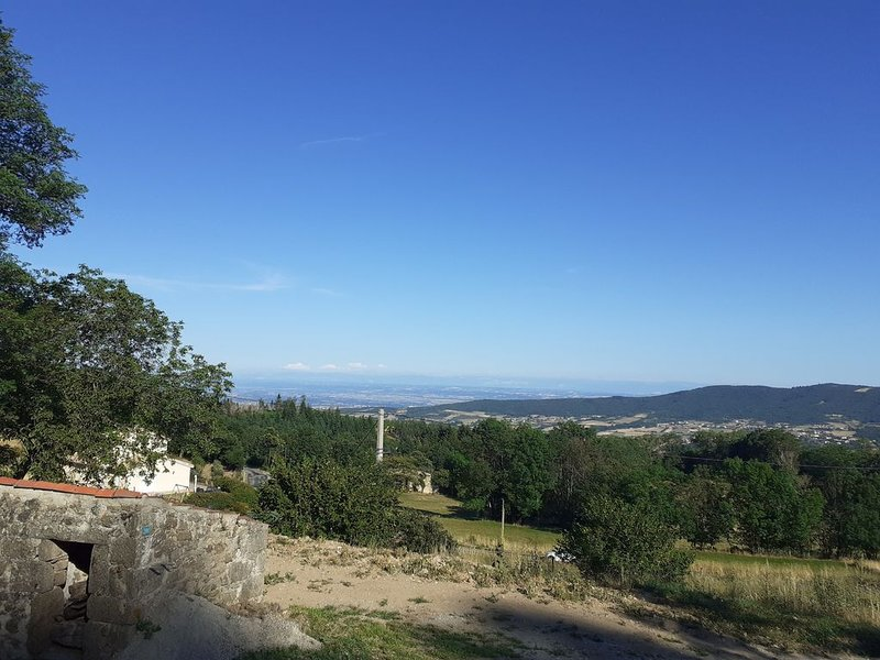 La Maison  de Léobin Véranne Parc du Pilat vue sur les Alpes, holiday rental in Roisey