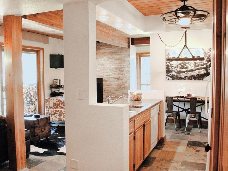 100 Yards to West Wall Lift, Bus Shuttle Across Parking Lot, holiday rental in Crested Butte