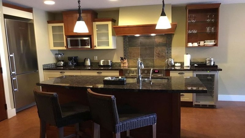 Luxury condo in 5 Star Resort and Spa, location de vacances à Canmore