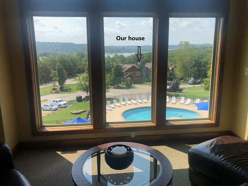 New Branson Canyon Luxury 7 BR 6.5 Bath, Theater Room Table Rock Lake Sleeps 20+, holiday rental in Hollister