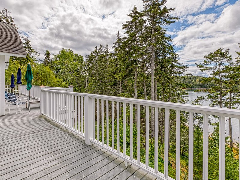 Comfortable bayfront home w/ beautiful views, large deck & shared dock- dogs OK!, holiday rental in Seal Cove