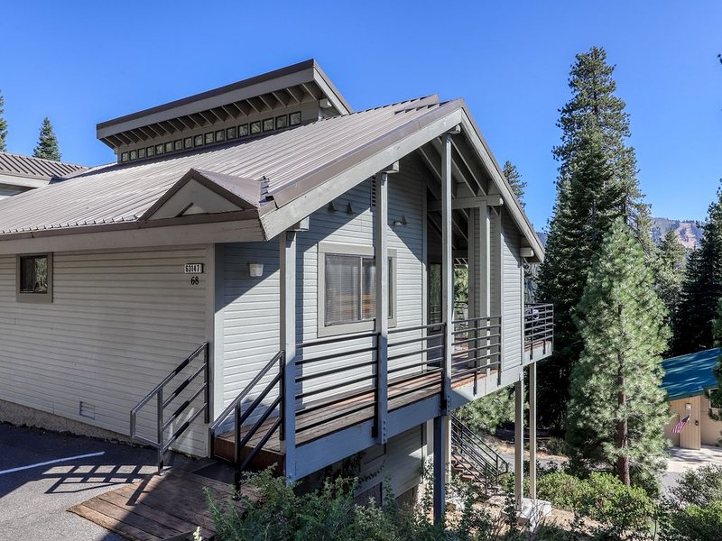 Spacious home near Huntington Lake, skiing, and forest/mountain views!, holiday rental in Huntington Lake