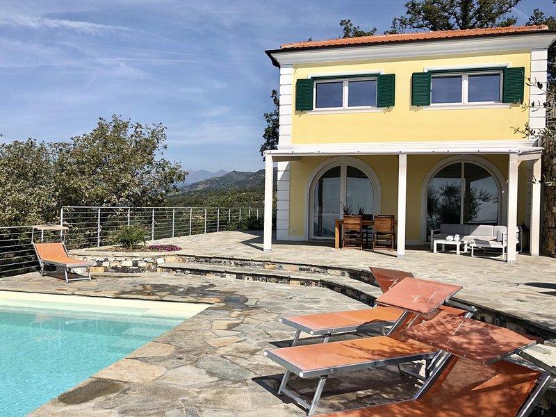 Traumhafte Villa mit einzigartigem Meerblick und privatem Pool im Olivenhain, holiday rental in Pontedassio