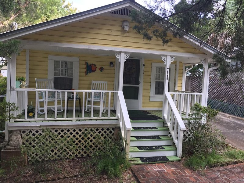 and they called it 'Mellow Yellow'  THAT's RIGHT!, vacation rental in Cedar Key