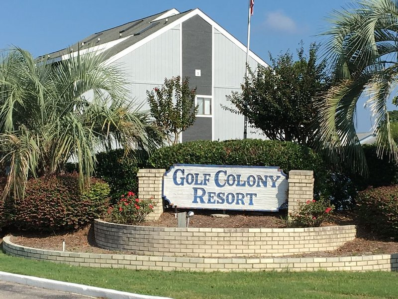 Whole Condo on first floor 3 miles from the ocean, vacation rental in Little River