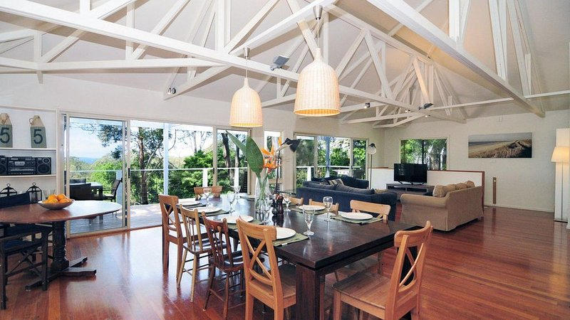 The Treehouse :: Spacious home, close to the beach – semesterbostad i Hyams Beach