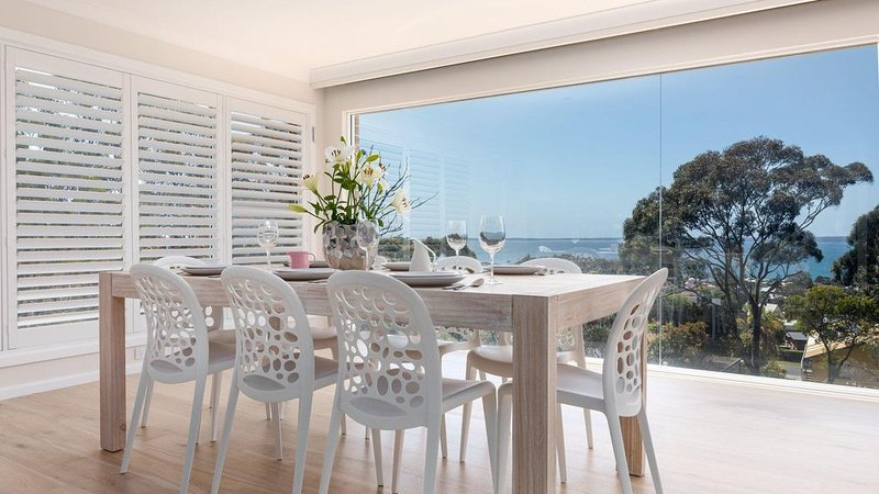 Bay View 6 :: Brand new home with incredible views! – semesterbostad i Hyams Beach