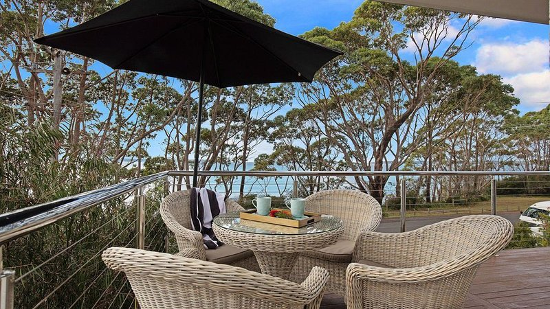 Escape :: Hyams Beach home with views of Jervis Bay – semesterbostad i Hyams Beach