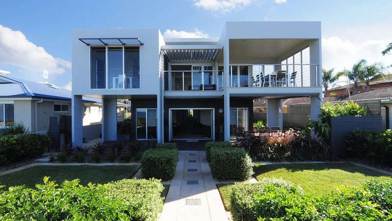 Sunrise - modern house on the beach, holiday rental in Jervis Bay