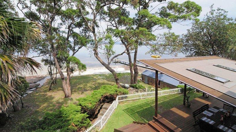 Sunset Bay :: A waterfront paradise, holiday rental in Erowal Bay