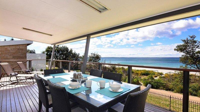 Aqua Vista :: 4 Bedroom house on the beach, location de vacances à Vincentia
