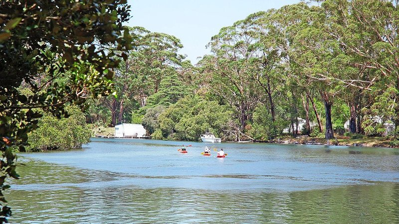 The Waterfront :: 4 Bedroom home with Private Jetty, holiday rental in Woollamia