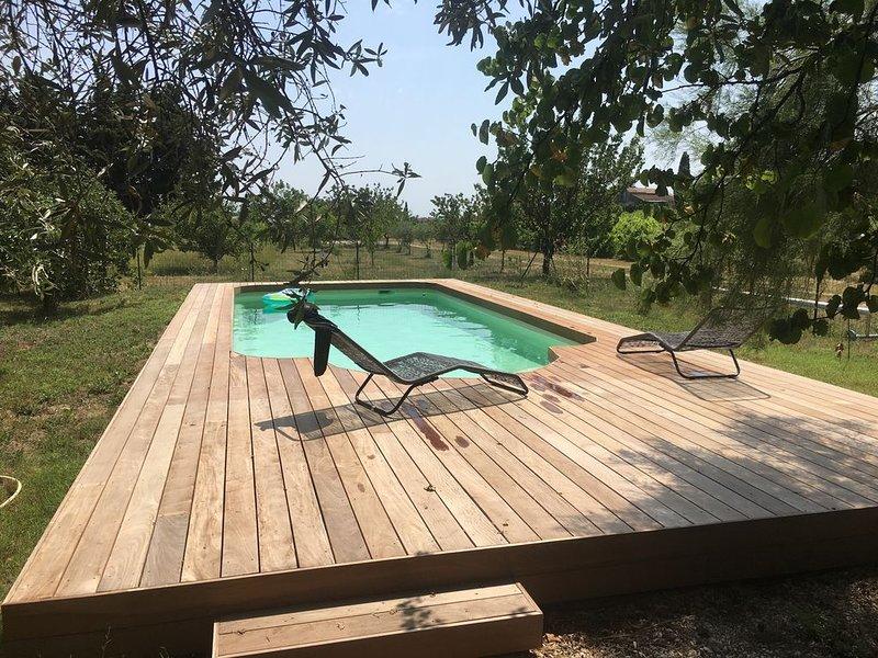 A louer, très belle villa au calme dans la nature à Modène au pied du Ventoux, holiday rental in Modene
