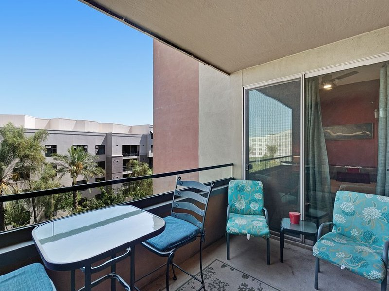Gorgeous, contemporary condo w/ shared pool & hot tub, gym, holiday rental in Tempe