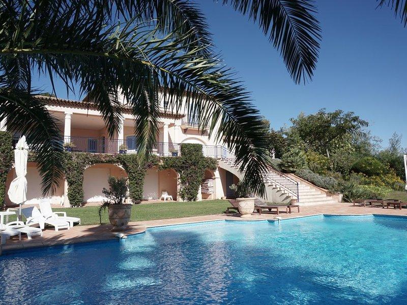Villa provençale climatisée Golfe de Saint Tropez, holiday rental in Grimaud