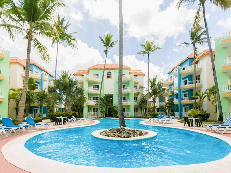 Palm Suites A3, +Pool, Walk to Beach!, alquiler de vacaciones en Punta Cana