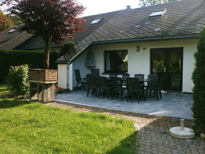 Tidy holiday home with fireplace close to Malmédy, holiday rental in Hockai