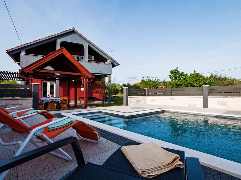 Luxurious Holiday Home in Šopot with Pool, vacation rental in Benkovac