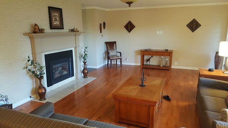 Overnight With Us - 4212 Large 4 BDRM, 2 BA, 1 Car Garage, vacation rental in Moxee