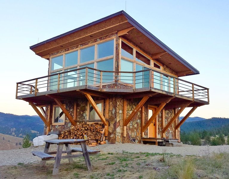 Amazing Look Out Tower with 360 views of the Bitterroot Valley, vacation rental in Hamilton
