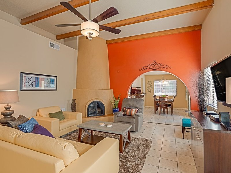 Quiet Neighborhood, minutes from hiking trails and great restaurants!, holiday rental in Albuquerque