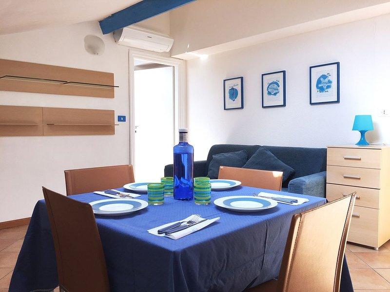 La Casa Azzurra: delizioso bilocale a pochi metri dal mare di S. Lorenzo (IM), vacation rental in San Lorenzo al Mare