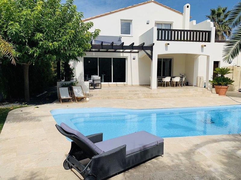 Villa 130m2, St Cyprien Plage 700m, Piscine Chauffée, Calme, Climatisation, holiday rental in Saint-Cyprien