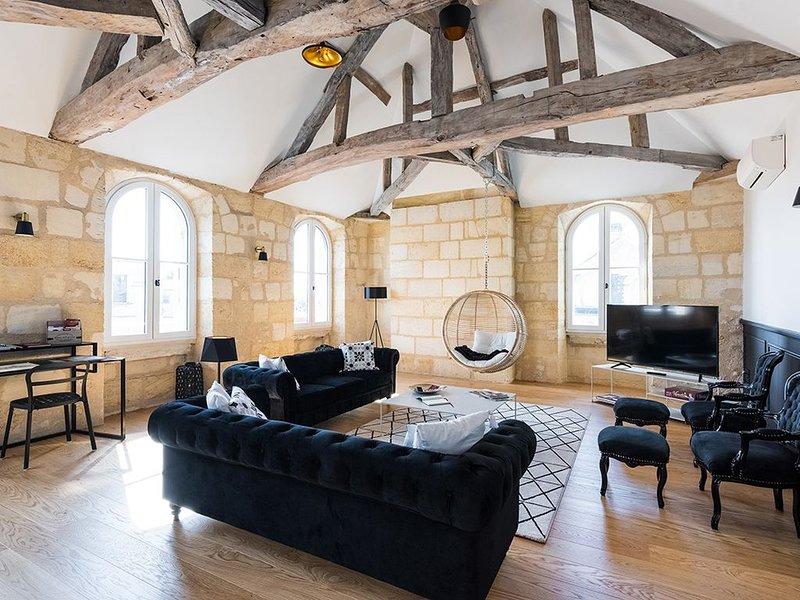 Superbe loft type boutique hôtel Libourne, vacation rental in Lugon-Et-L'Ile-Du-Carnay