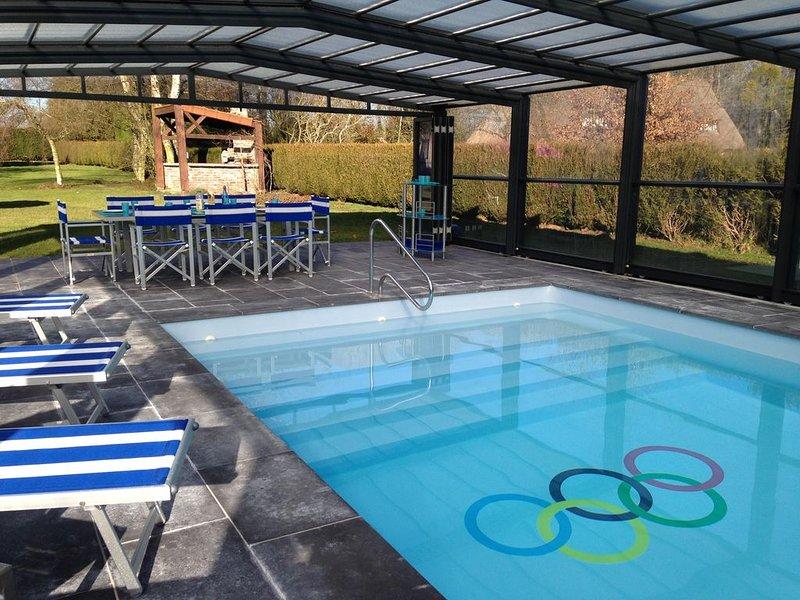 Villa normande 4*, piscine privée couverte chauffée avec un grand jardin privé, vacation rental in Pont-Audemer