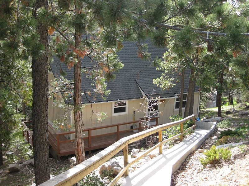Cozy And Charming Private Retreat, vacation rental in Lake Arrowhead
