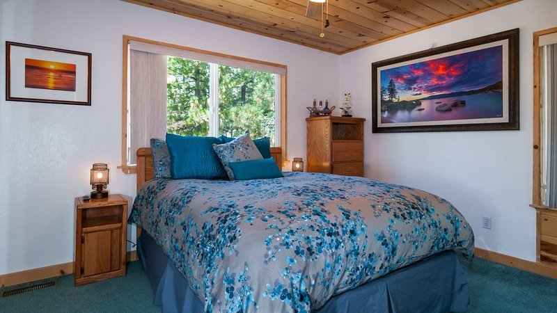 Beautifully decorated townhome!Minutes from downtown, skiing, beach,shopping&Fun, aluguéis de temporada em Zephyr Cove