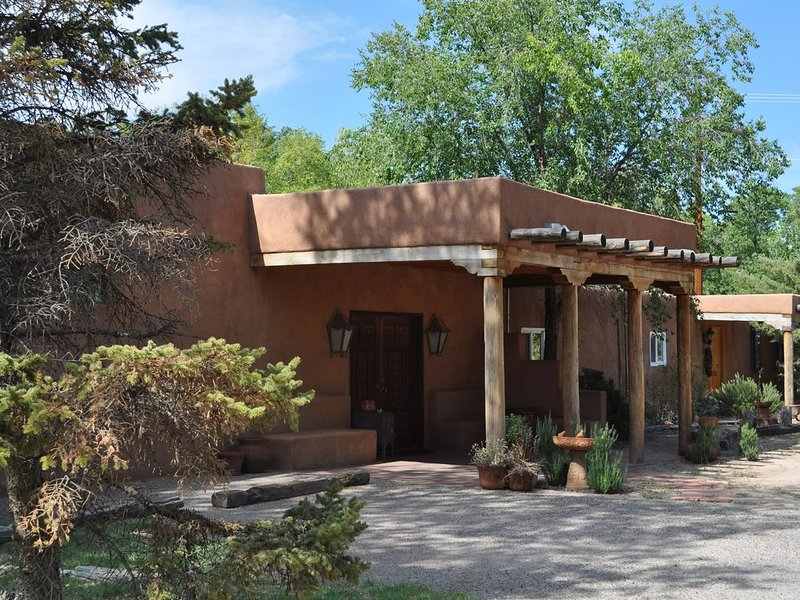 Charming Hacienda Style Adobe Enchants You, holiday rental in Albuquerque