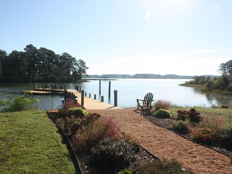 Chesapeake Bay Waterfront: Kayaks, Fire Pit, Wifi, Bikes, Dog-friendly, holiday rental in Schley