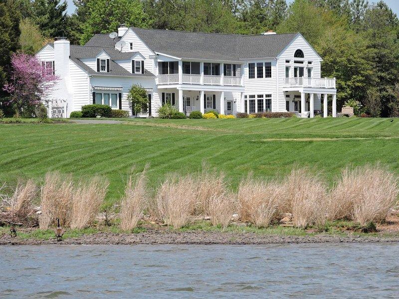 Elegant waterfront estate on the Upper Chesapeake Bay., holiday rental in Earleville
