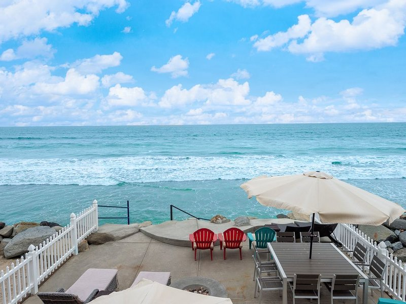 Luxurious 3 Level 4 BR/4.5 BA Home Right on the Beach. Sleeps 14 comfortably., holiday rental in Oceanside