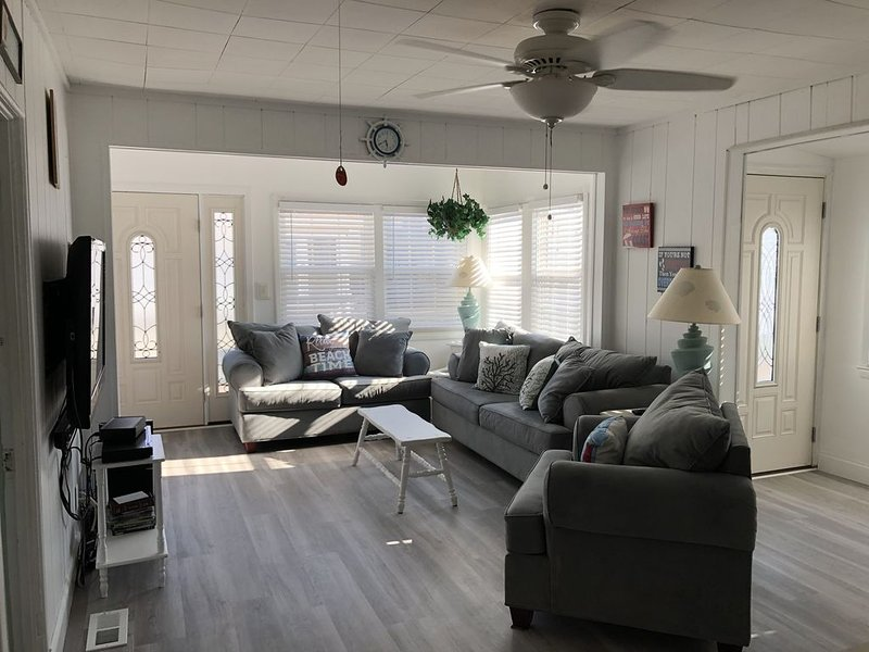 Beautiful Beach Bungalow  with off street parking, holiday rental in Point Pleasant Beach