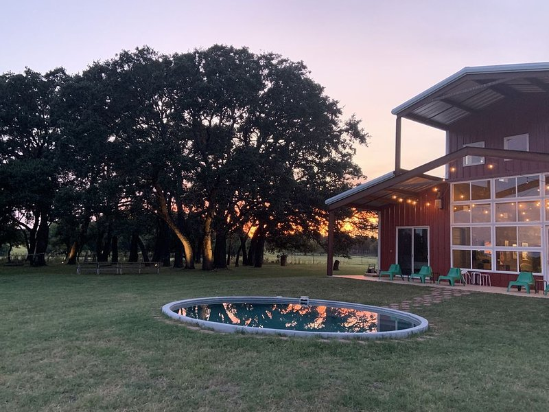 Spacious Home Perfect for Family Reunions, Wedding Groups, and Girls' Weekends!, alquiler de vacaciones en Luckenbach