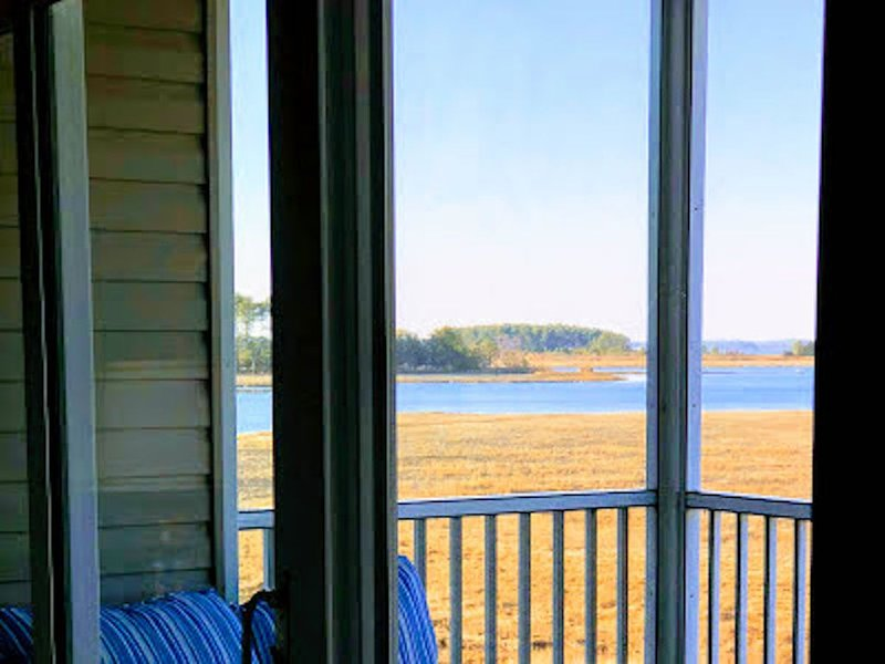 2 story condo w/ Stunning, Panoramic, Waterfront Views!, holiday rental in Oak Orchard