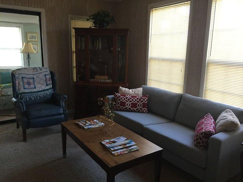 Nouveau canapé pleine grandeur dans la salle familiale.