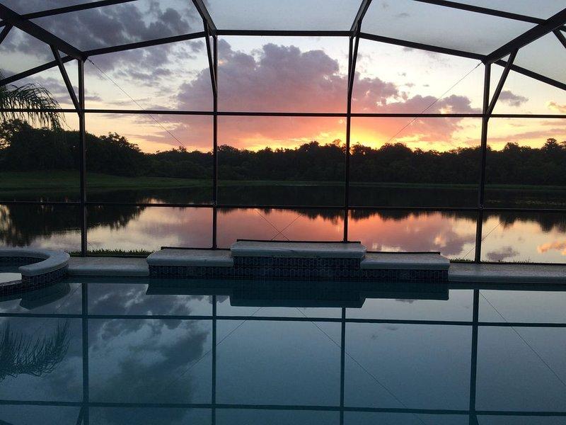 Ìn Orlando/Kissimmee Beautiful Villa, Large Private Pool and Spa, Amazing Views, location de vacances à Saint Cloud