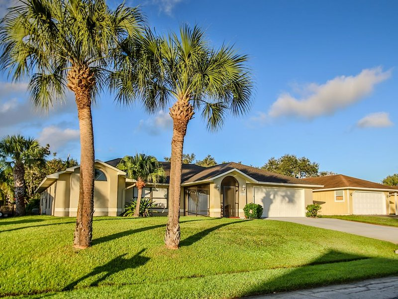 ��Spacious heated pool home with 2 Master Suites and 4 Bedrooms, vacation rental in Sebastian