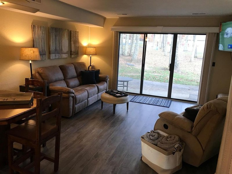 � END Unit in ❤️Fairfield Glade- w/King bed; WiFi-2 showers, location de vacances à Crossville