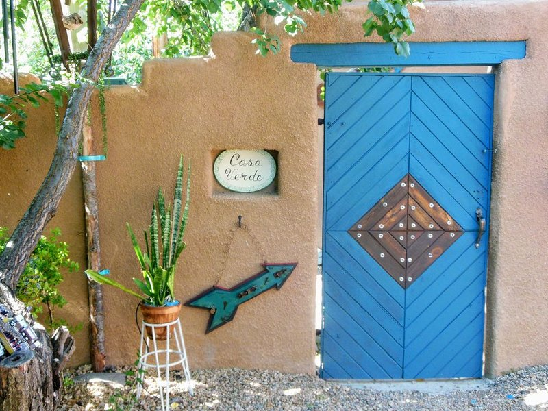 Casa Verde, Downtown Casita, holiday rental in Taos