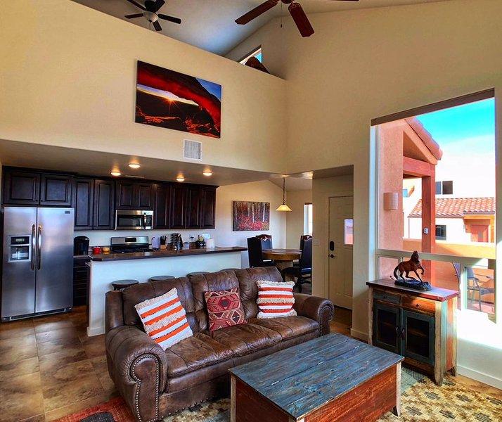 MOUNTAIN VIEWS, NEAR POOL/HOT TUB, 2 CAR GARAGE, SLEEPS 8, holiday rental in Moab