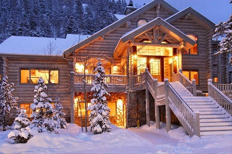 In town luxury - 13 BR/12.5 Baths - Gorgeous $10M estate home perfect for large, vacation rental in Breckenridge