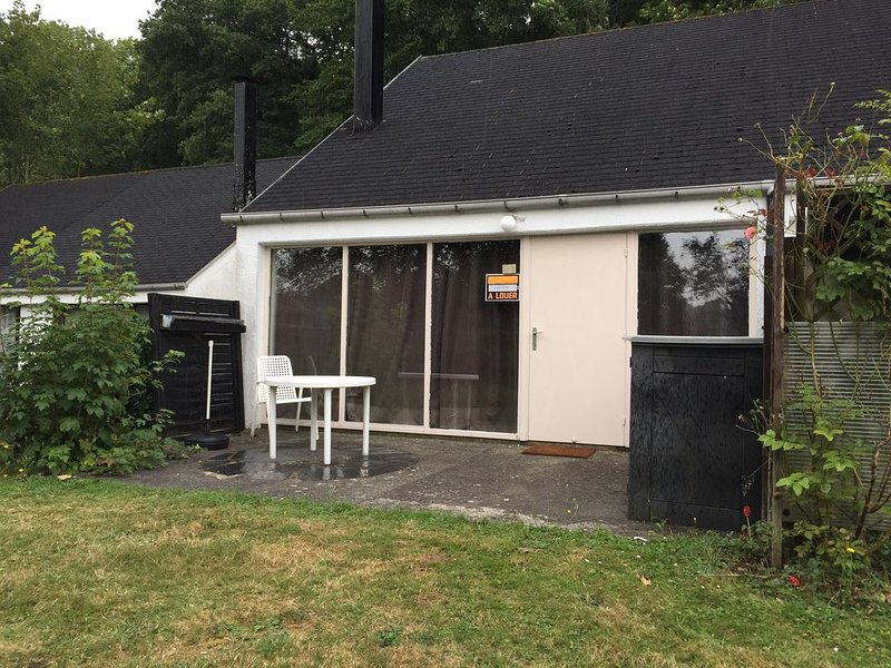 Bungalow de vacances dans un domaine calme et proche de la nature pour 4 P., Ferienwohnung in Dinant