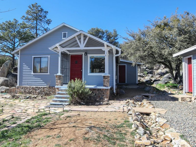 Located in one of Prescott's historic districts, Sam Hill's Cottage awaits you.