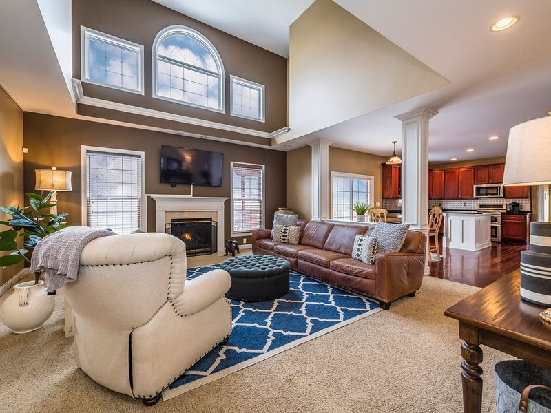 Family and Friends Entertainment Home! GOLF + THEATER ⛳, Ferienwohnung in Dayton