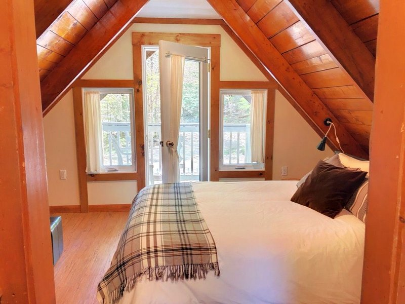 Cozy Chalet -  Walking distance to the hiking trails, location de vacances à Cambridge