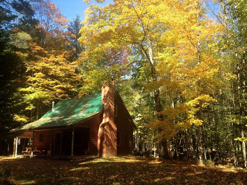 Brookside Cabin in the woods, alquiler de vacaciones en Keene